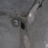 Дыры в стенах и на потолке